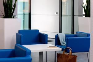 A seating area at ibis budget Würzburg Ost