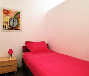A bed or beds in a room at La Cazarelle
