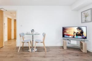 A television and/or entertainment center at Watford Premier Serviced Apartments