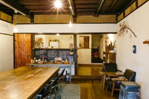 A kitchen or kitchenette at 1166 Backpackers