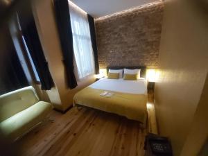 Кровать или кровати в номере Taksim Terrace Hotel