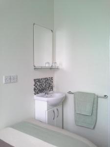 A bathroom at Kenilworth Guest House
