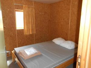 A bed or beds in a room at Camping le Nid du Parc