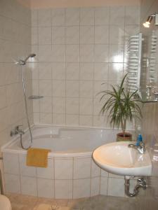 A bathroom at Napkorong Fogadó és Vendégház