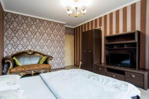 A bed or beds in a room at Best Apartments on Deribasovskoy