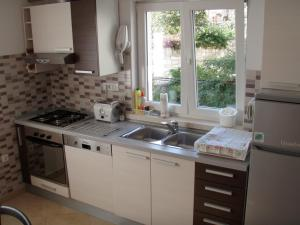 A kitchen or kitchenette at Apartments Viva