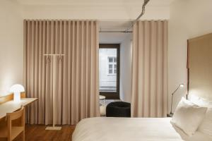A bed or beds in a room at Haus im Tal