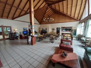 Un restaurant u otro lugar para comer en Hotel Austral Ushuaia