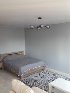 Кровать или кровати в номере 1-komnatnaya, prospekt Okeanskiy 149