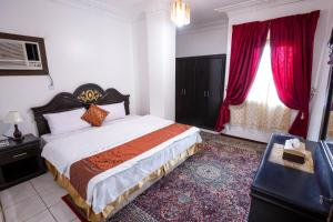 A bed or beds in a room at Al Eairy Apartments - Jeddah 4