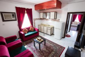 A seating area at Al Eairy Apartments - Jeddah 4