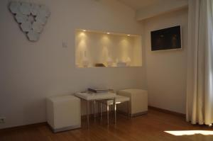 A television and/or entertainment center at Chambres d'hôtes Home Sweet Home