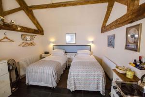A bed or beds in a room at T's at Lower Rudloe Farm