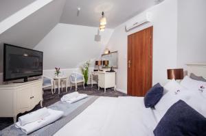Łóżko lub łóżka w pokoju w obiekcie Hotel Trzy Róże