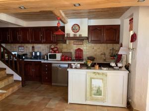 Cuisine ou kitchenette dans l'établissement Tivoli en Provence