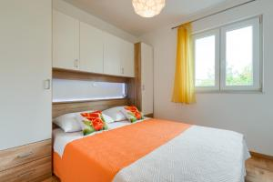 A bed or beds in a room at Apartment ROZA