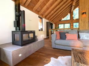 A seating area at Chalet See Tirol - Ischgl/Kappl