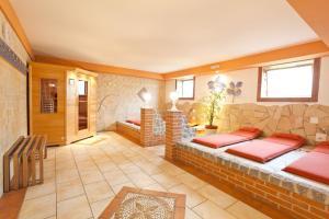 Ein Sitzbereich in der Unterkunft Seebauer Hotel Gut Wildbad