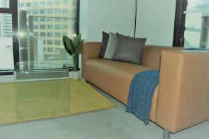 A seating area at Executive stay Little Collins street