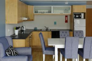 A kitchen or kitchenette at Hildibrand Apartment Hotel