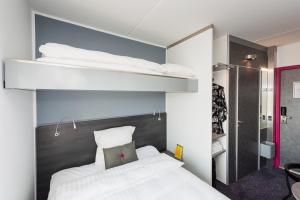 A bunk bed or bunk beds in a room at Cabinn Metro