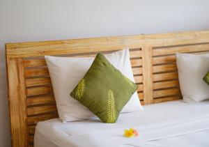 A bed or beds in a room at d'Sawah Amed Homestay & Warung
