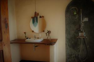 A bathroom at Mambo View Point