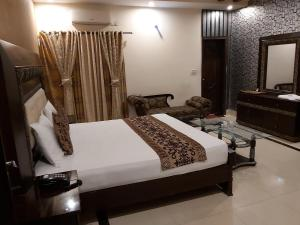 A bed or beds in a room at Hotel Visit Inn One