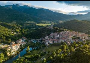 Een luchtfoto van Ecole Olargues