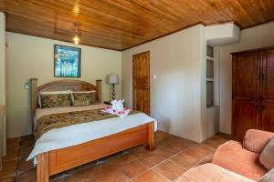 A bed or beds in a room at Las Cascadas The Falls