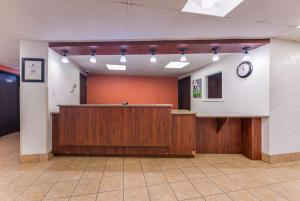 The lobby or reception area at Motel 6-Saint Paul, MN - I-94
