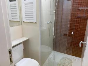 A bathroom at Cond. Golden Lake
