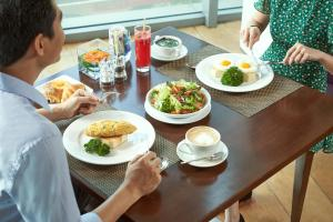 Lunch and/or dinner options for guests at Novotel Saigon Centre