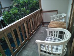 A balcony or terrace at Jukung Guest House