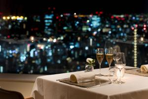 A restaurant or other place to eat at Cerulean Tower Tokyu Hotel