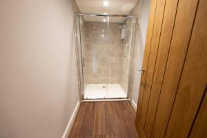 A bathroom at Moors Wood HotTub Retreat