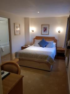 A bed or beds in a room at Apple Tree Hotel