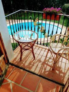 A view of the pool at Villa CaraVane or nearby