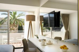 A television and/or entertainment centre at Remisens Hotel Albatros
