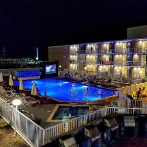 Вид на бассейн в The Jolly Roger Motel или окрестностях
