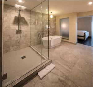 A bathroom at Hotel Indigo Pittsburgh East Liberty