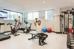 The fitness center and/or fitness facilities at Novotel Campo De Las Naciones