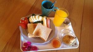 Breakfast options available to guests at Sunlight House