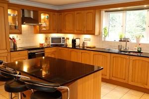 A kitchen or kitchenette at Orchard House