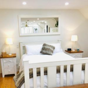 A bed or beds in a room at Aldgate Creek Cottage Bed and Breakfast
