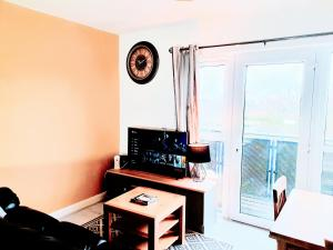 A television and/or entertainment center at 2 Bed Manchester Central with Balcony