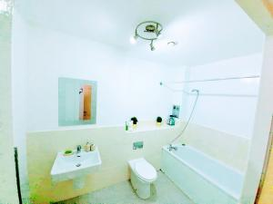 A bathroom at 2 Bed Manchester Central with Balcony