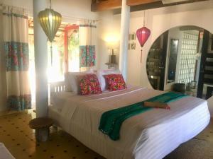 Ein Bett oder Betten in einem Zimmer der Unterkunft Le Domaine De Tam Hai Resort