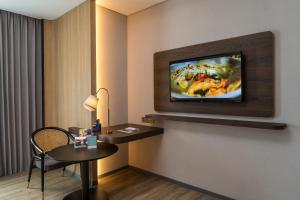 A television and/or entertainment centre at Mercure Jakarta Gatot Subroto