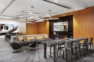 A restaurant or other place to eat at Crystal Gateway Marriott